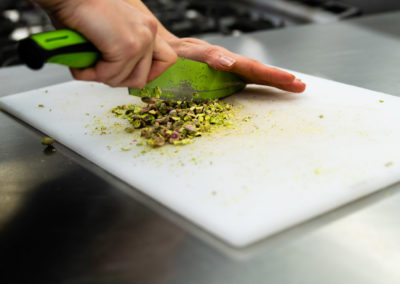 chopping-pistachio